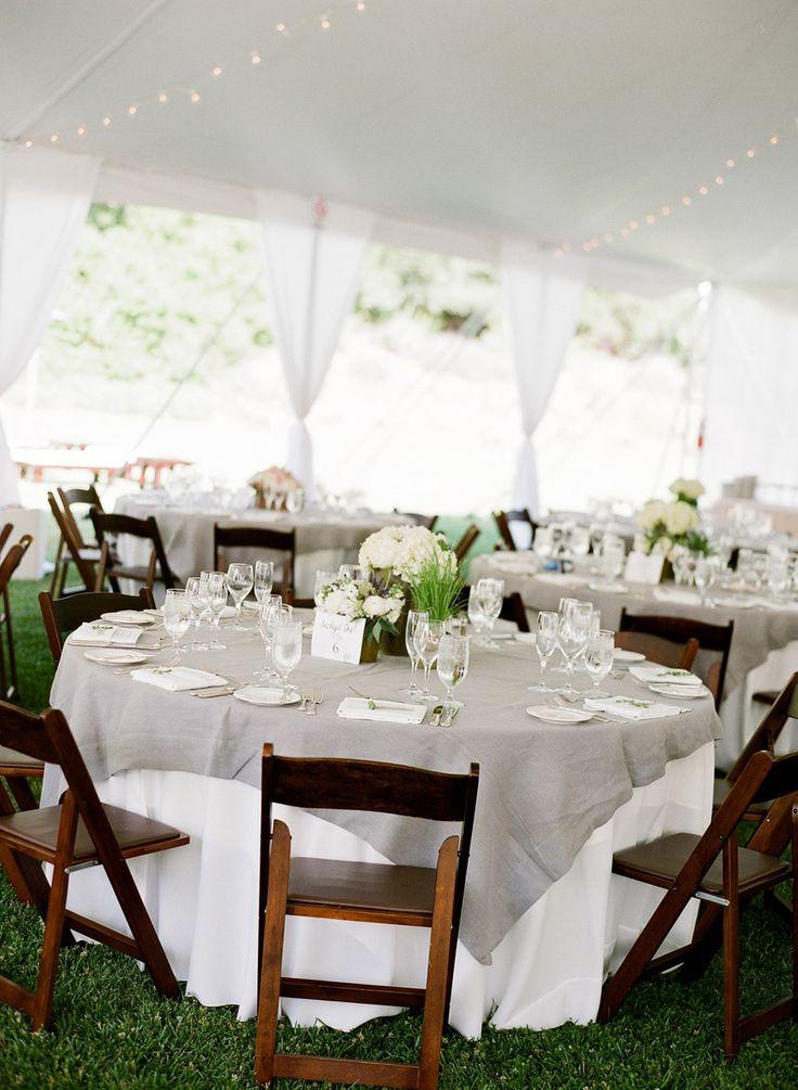 des tables de r ception de mariage chic en blanc et gris mariage en vogue. Black Bedroom Furniture Sets. Home Design Ideas