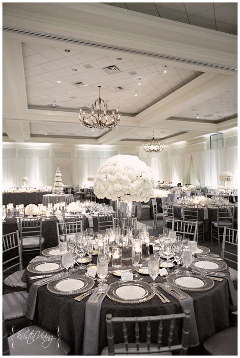 des tables de r ception de mariage chic en blanc et gris mariage en vogue. Black Bedroom Furniture Sets. Home Design Ideas